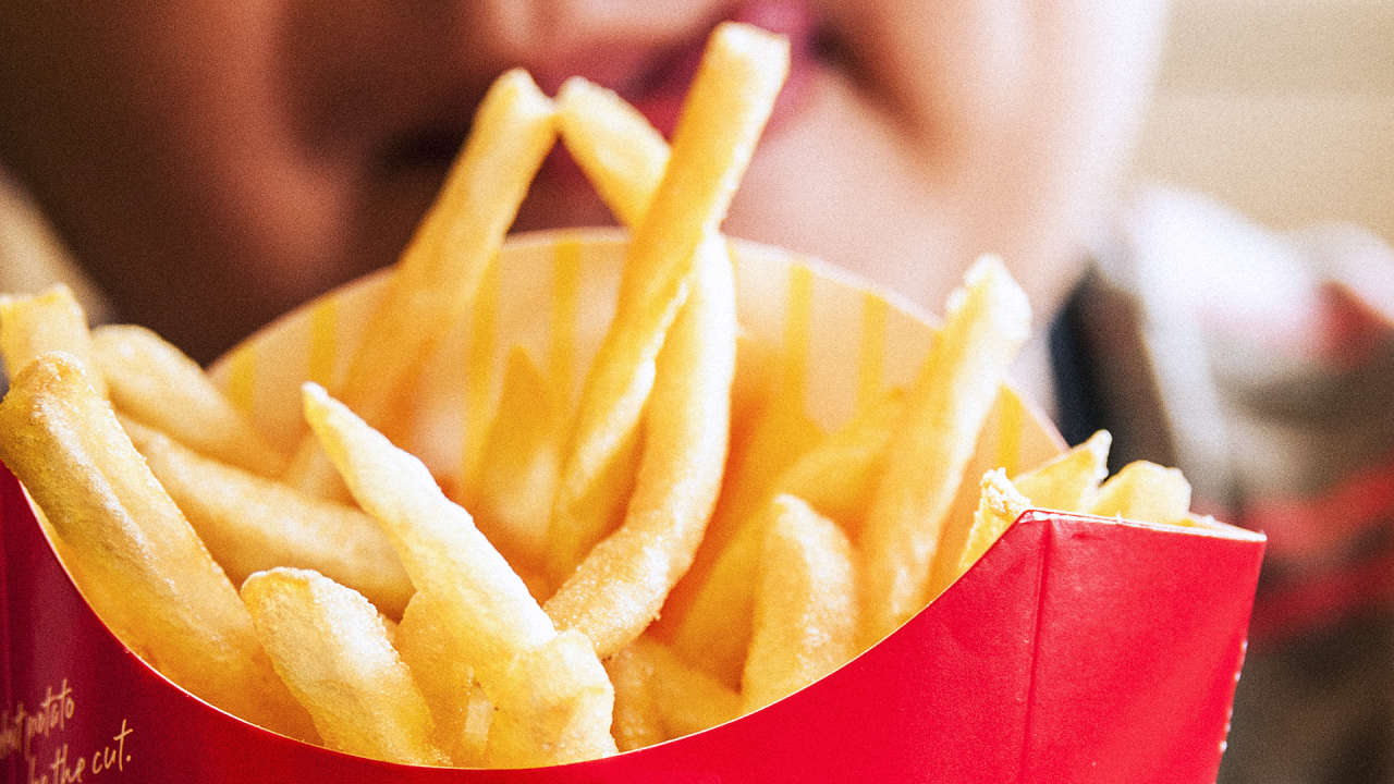 american fast food essay Fast food in a american culture essays what has the fast food industry done to our nation fast food has been around for a long time but in the past few years' people have been eating out at these fast food franchises quite.