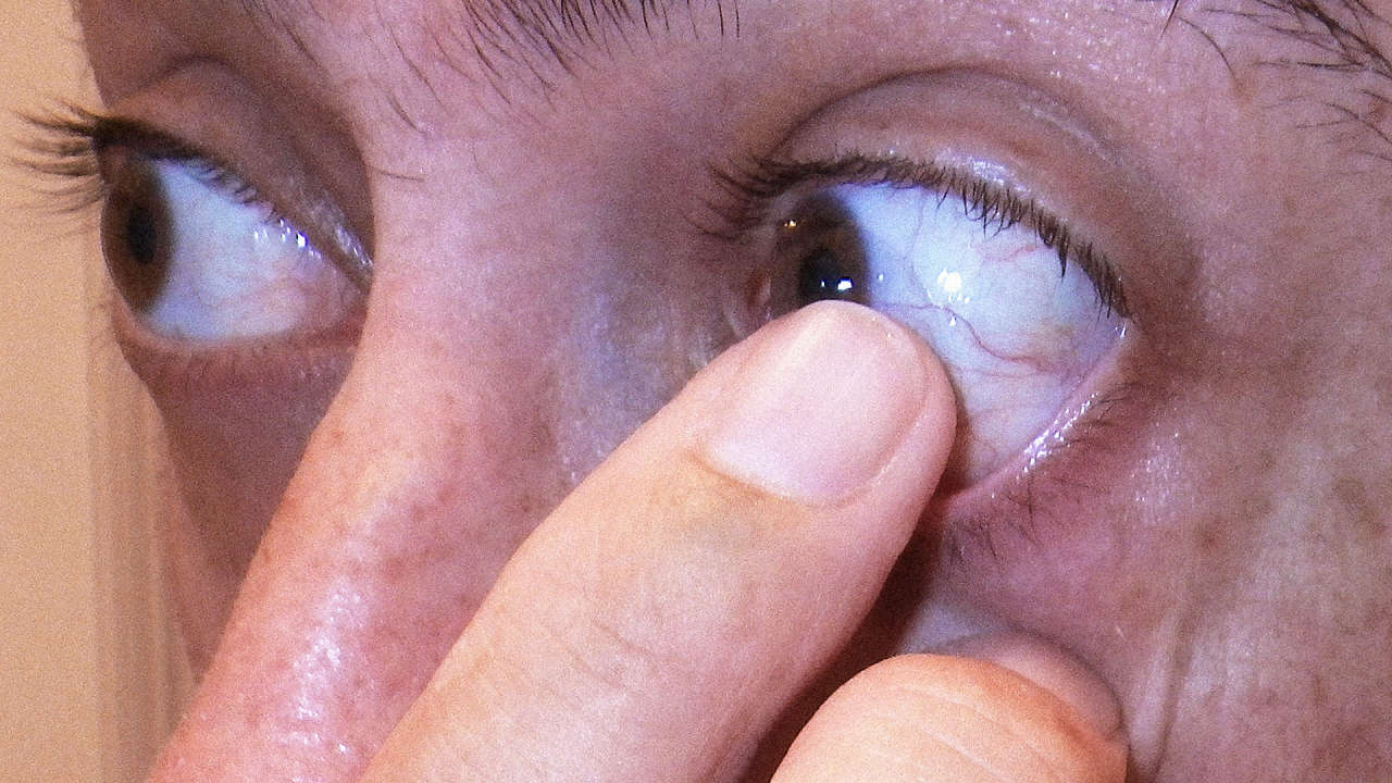 How Contact Lenses Lead To Dry Eyes–and How We Could Fix It How To