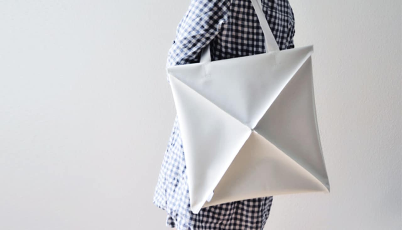 a clever shapeshifting bag inspired by origami codesign