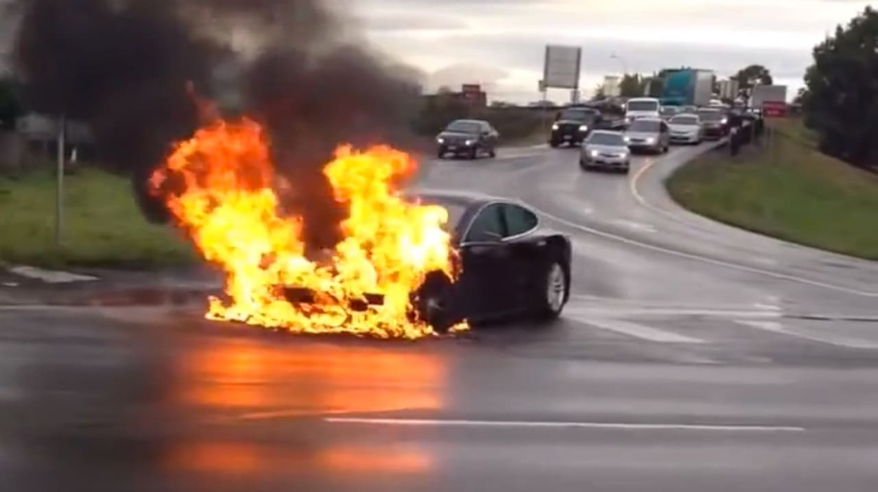 how to put out an electrical fire in a car
