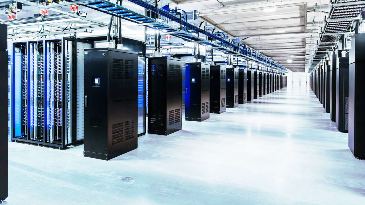 how facebook s homegrown data centers serve billions of fast company. Black Bedroom Furniture Sets. Home Design Ideas