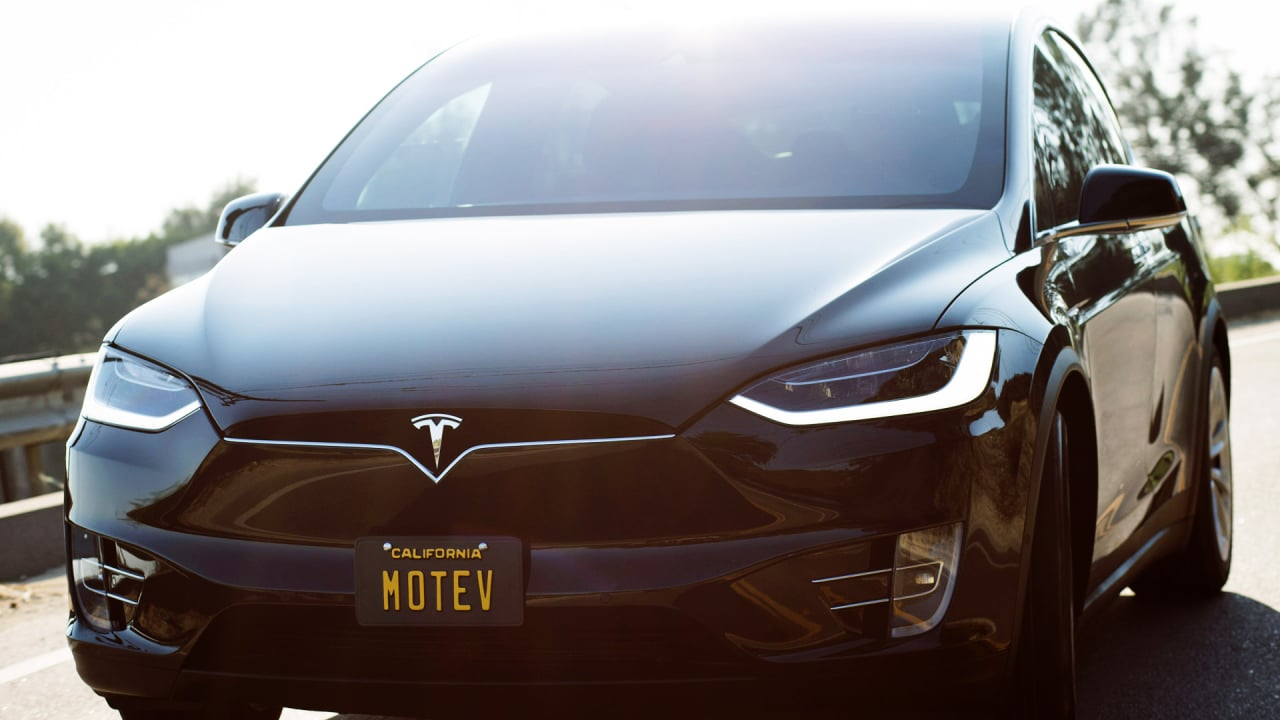 some stars will get a ride to the oscars via this tesla car service company