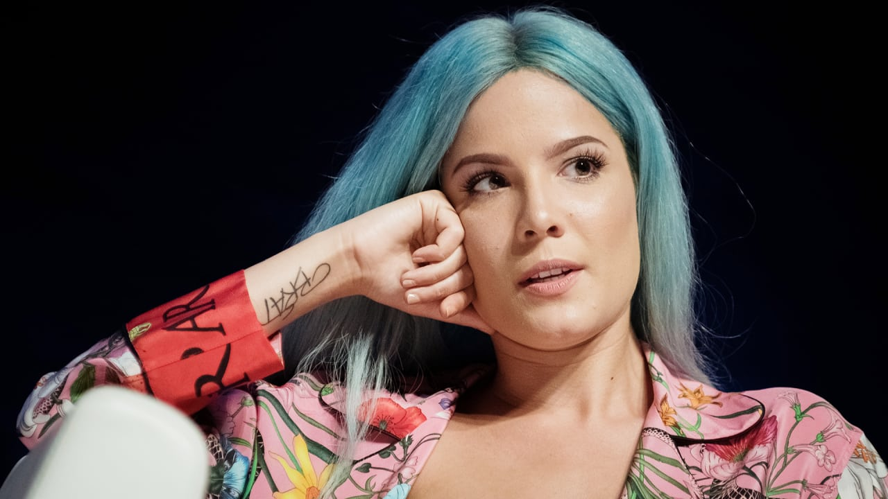 halsey women No one is free from oppression and inequality until we all are that's the message  halsey delivered when speaking at the 2018 women's march.