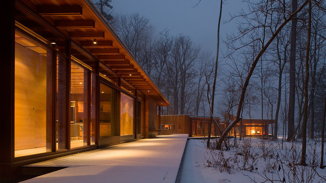 A Modernist Dreamhouse Winds Its Way Through The Woods