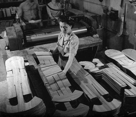 <p>The splints on the production line.</p>