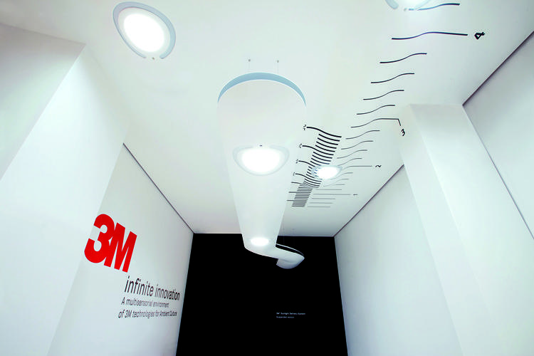 <p>The Daylighting System brings natural sunlight deep into buildings, to cubicle workers and basements where it's needed most.</p>