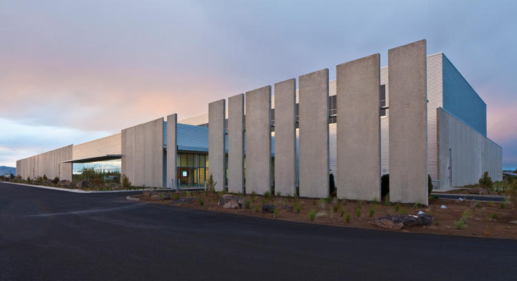 <p><strong>Prineville Data Center</strong><br /> <em><a href=&quot;http://www.sp-arch.com&quot; target=&quot;_blank&quot;>Sheehan Partners for Facebook</a></em></p>