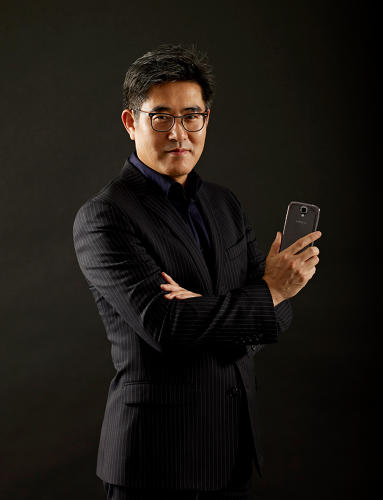 "<p>Dong-hoon led the design at Samsung of the Galaxy Note 2, which further popularized the ""phablet"" trend, and the Galaxy S III. His inspiration cues? World travels, which inspired the S III's oval, pebblelike shape and shimmery color, as well as the water-ripple effect of its touch screen.</p>"