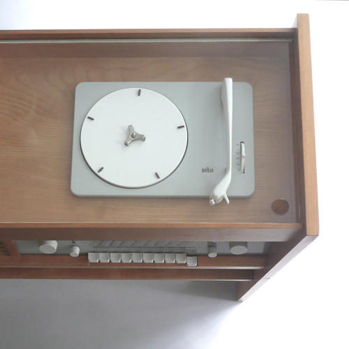 <p>Braun PK-G 5 (Hans Gugelot, 1960). The designs were inspired by functionalism, the philosophy that design should reflect the device's use.</p>