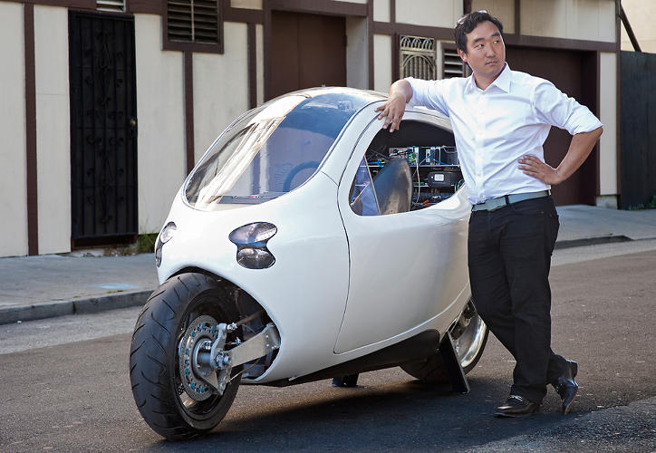<p>Lit calls their mutant electric vehicle the first gyroscopically stabilized &quot;rolling smartphone.&quot;</p>